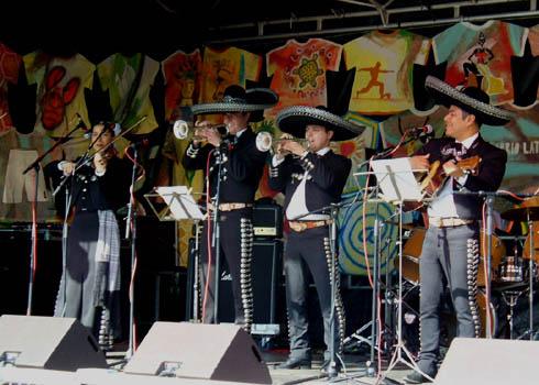 Mariachi Internacional El Dorado ( 2010 Barrio Latino. Karneval der Kulturen Berlin-Kreuzberg)